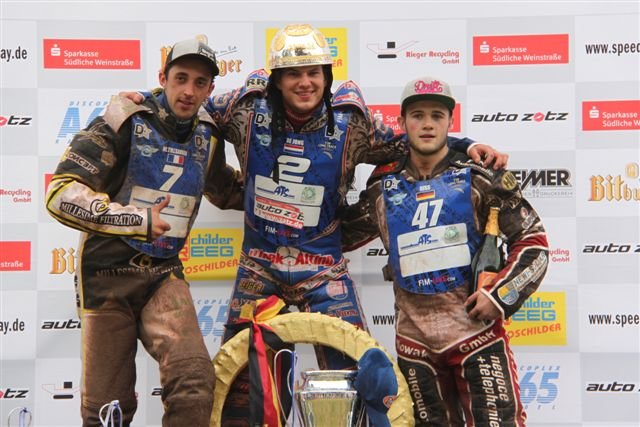 Siegerehrung v.l. 2. Platz Mathieu Tressarieu    1. Platz Jannick de Jong    3. Platz Erik Riss   (Foto Susi Weber)
